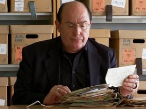Philippe Druillet investigant sobre el seu pare