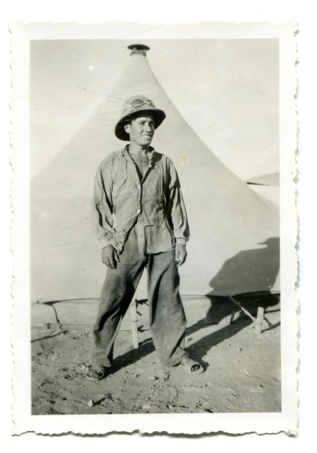 agasso-davant-del-marabout-desert-argelia-001